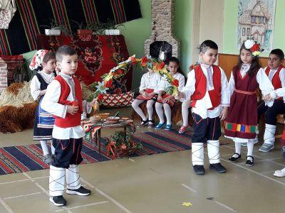 Пролетен празник  в ДГ - ДГ Детелина - Дряново